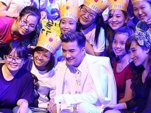 Mr. Đàm quay MV mới cùng 300 fans