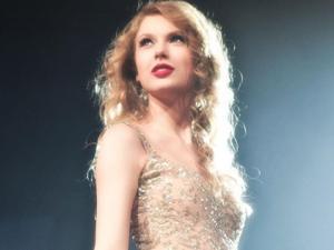 """Taylor Swift sợ phải vào tù và """"hãi""""… nhím biển"""