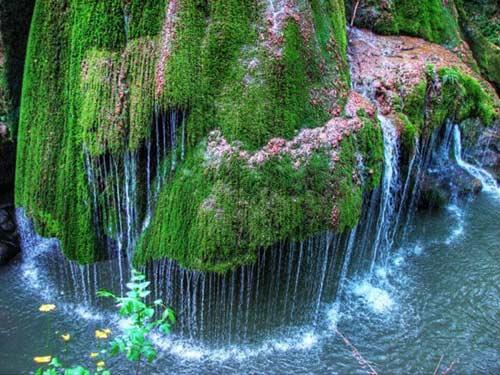Thác nước giống rèm cửa đẹp lung linh ở châu Âu - 4