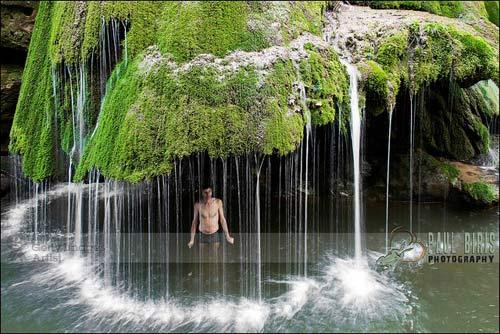 Thác nước giống rèm cửa đẹp lung linh ở châu Âu - 6