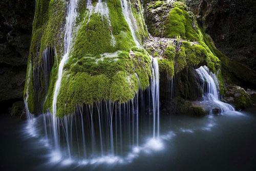 Thác nước giống rèm cửa đẹp lung linh ở châu Âu - 8