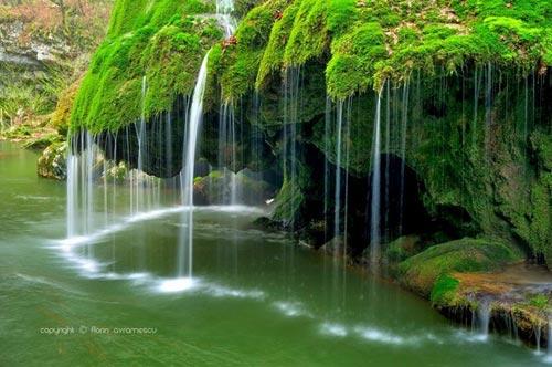 Thác nước giống rèm cửa đẹp lung linh ở châu Âu - 7