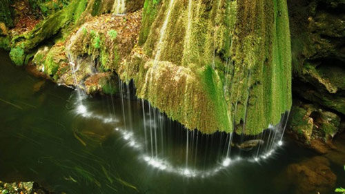 Thác nước giống rèm cửa đẹp lung linh ở châu Âu - 3