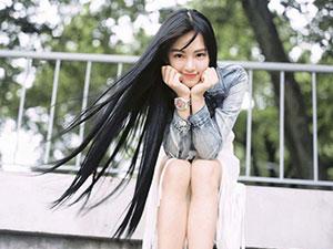 """""""Nữ thần Đại học Vũ Hán"""" khiến dân mạng mê mẩn"""