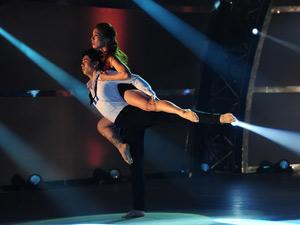 Cặp thí sinh Việt khiến ngôi sao phim Glee bật khóc