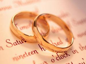 Chồng mang nhẫn cưới đi cầm đồ trả nợ