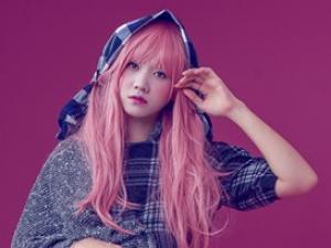 Hari Won gây bất ngờ với mái tóc hồng như búp bê