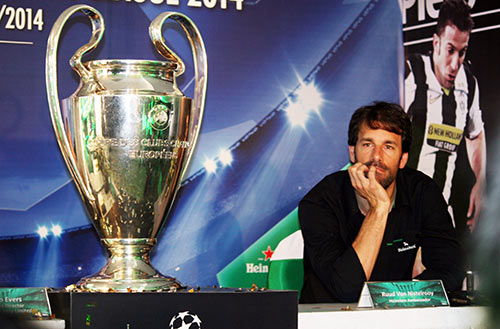 """Nistelrooy """"ngạc nhiên"""" về lời mời sang VN thi đấu - 3"""