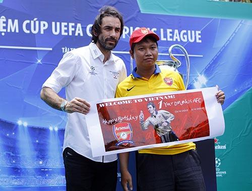 """Robert Pires khiến fan Việt """"ngẩn ngơ"""" - 5"""