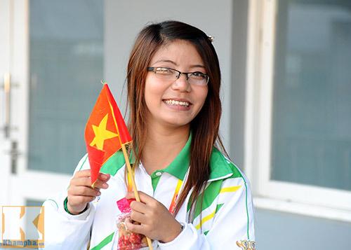 Fan Myanmar cổ vũ ĐTVN đánh bại Thái Lan - 2