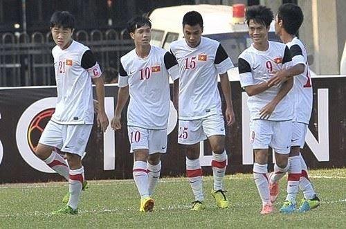 """Hãy để U19 Việt Nam được """"nếm đòn"""" - 1"""