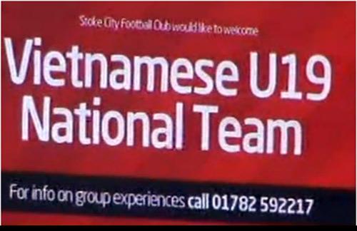 U19 VN làm khách VIP trên sân Stoke City - 1