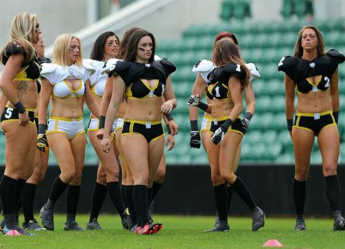 Ẩu đả giữa các nữ cầu thủ bóng bầu dục - 1