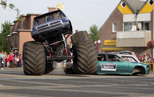 """Hà Lan: Xe quái vật """"cày"""" đám đông, 3 người chết - 1"""