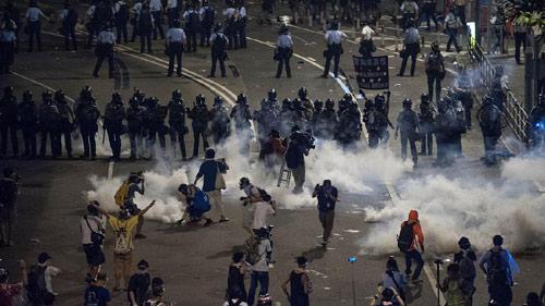 Cảnh sát đàn áp cuộc biểu tình lớn nhất Hong Kong - 7