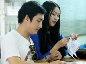 """Phi Thanh Vân """"bế"""" bụng bầu đi đăng kí kết hôn"""