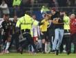 """Ribery bị fan cuồng """"tát"""" ngay trên sân"""