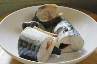 Cá kho chuối xanh, món ngon dân dã - 2