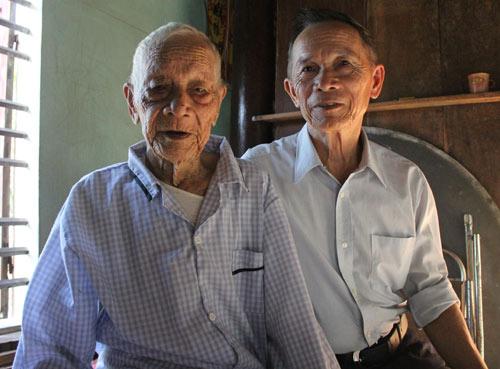 """2 anh em cao tuổi nhất VN: """"Học để hiểu giá trị làm người"""" - 1"""