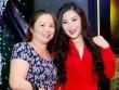 Mẹ Hương Tràm rời quê đưa con gái đi diễn sau scandal