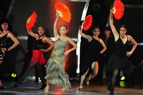 """Đoan Trang """"lấn sân"""" nhảy múa gây ấn tượng mạnh - 2"""