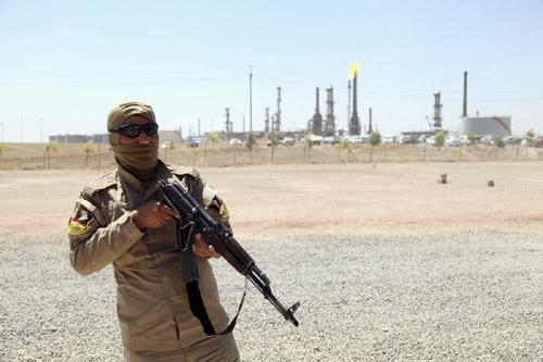 """IS vung tiền tuyển """"người tài"""" quản lý mỏ dầu - 1"""