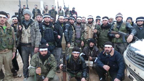 Nhận vũ khí Mỹ, chiến binh Syria nộp hết cho Al-Qaeda - 1