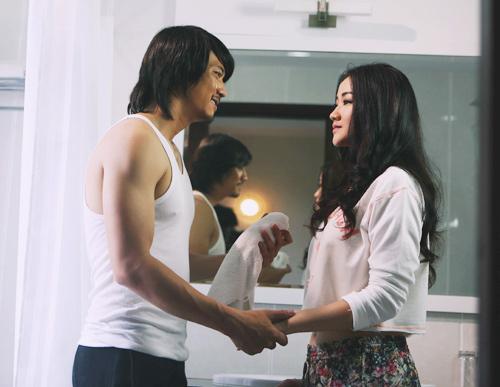 Maya ngọt ngào ôm hôn bạn diễn nam trong MV - 4