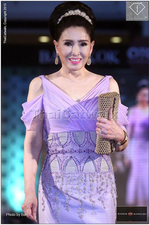 """Sự thật về nhan sắc """"không tuổi"""" của hoa hậu U70 - 9"""