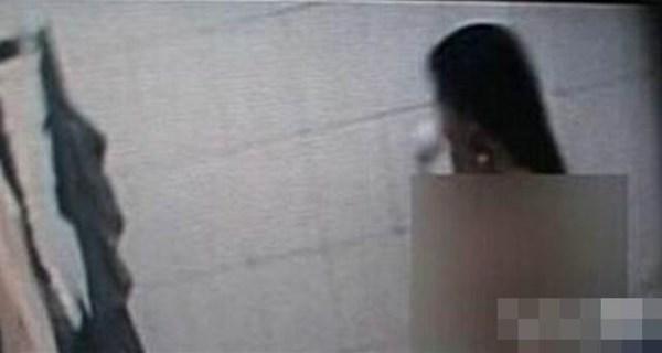 Chủ nhà trọ lắp gương nhìn trộm nữ sinh tắm