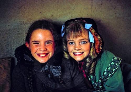 """Tình bạn của 2 cô bé đối thủ """"Ngôi nhà nhỏ trên thảo nguyên"""" - 4"""