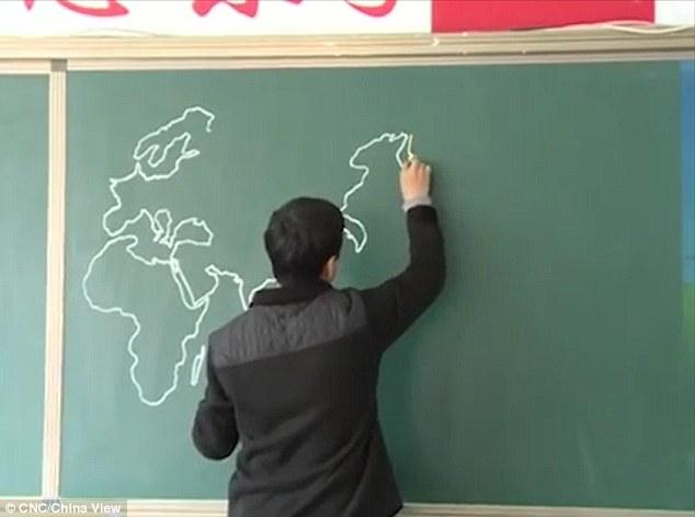 Khâm phục thầy giáo vẽ bản đồ thế giới trong 4 phút