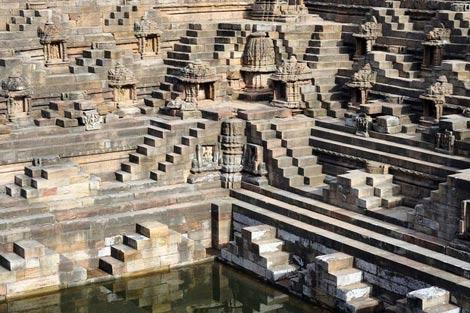 Thăm ngôi đền lạ kỳ có kiến trúc ngược - 2