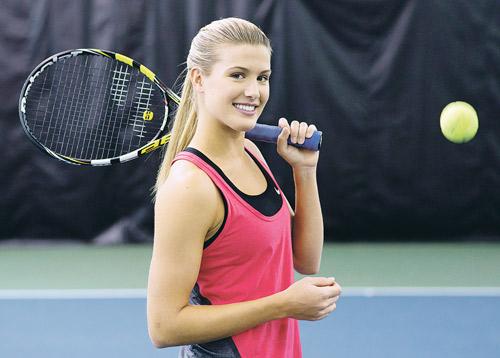 """Sharapova bị Bouchard vượt ở BXH """"tay vợt gợi cảm"""" - 2"""