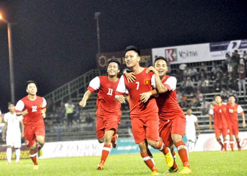 U21 VN - U21 Singapore: Thủy chiến quyết liệt - 1