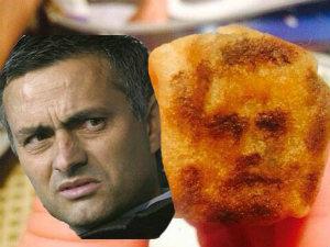 HLV Mourinho xuất hiện trên…bánh mỳ