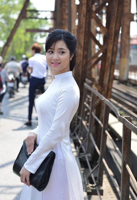 Hot girl Việt xinh đẹp trong tà áo dài - 1