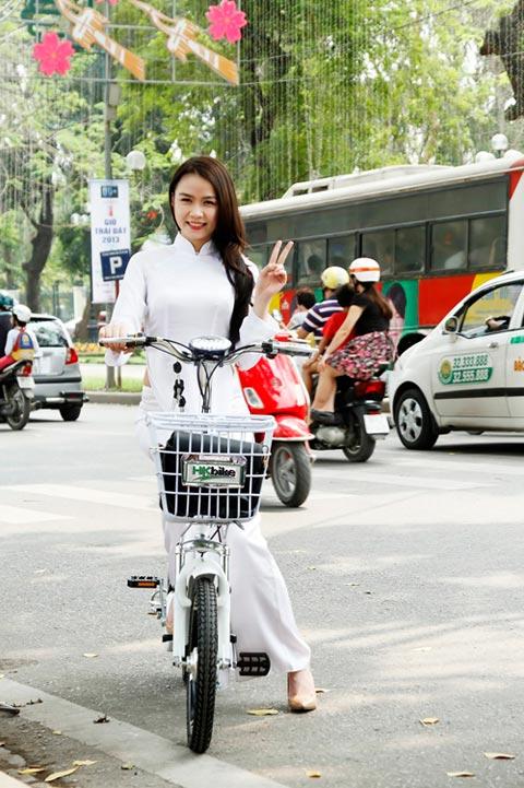Hot girl Việt xinh đẹp trong tà áo dài - 12