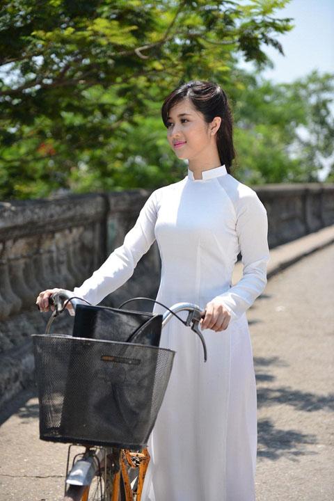 Hot girl Việt xinh đẹp trong tà áo dài - 2