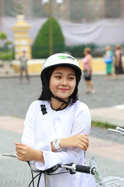 Hot girl Việt xinh đẹp trong tà áo dài - 5