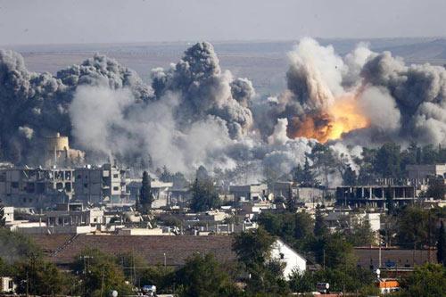 Mỹ đang sát cánh cùng 5 nhóm khủng bố chống lại IS - 1
