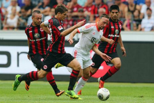 Frankfurt - Bayern: Bắn phá liên tục - 1