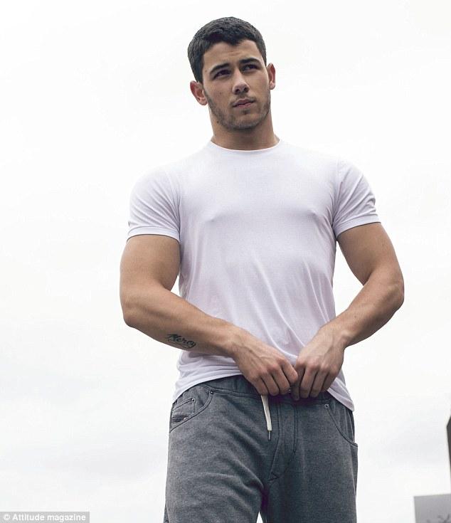 Nick Jonas khoe cơ bắp trên tạp chí đồng tính - 3