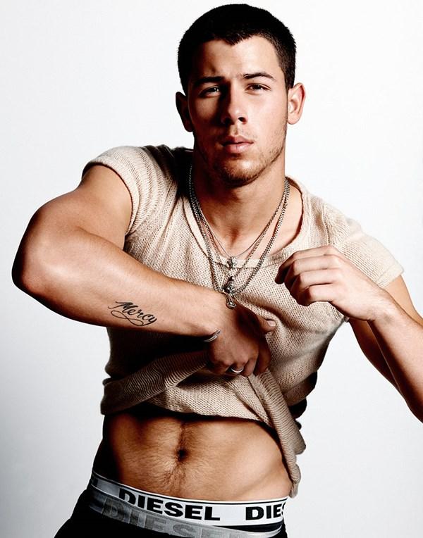 Nick Jonas khoe cơ bắp trên tạp chí đồng tính - 5