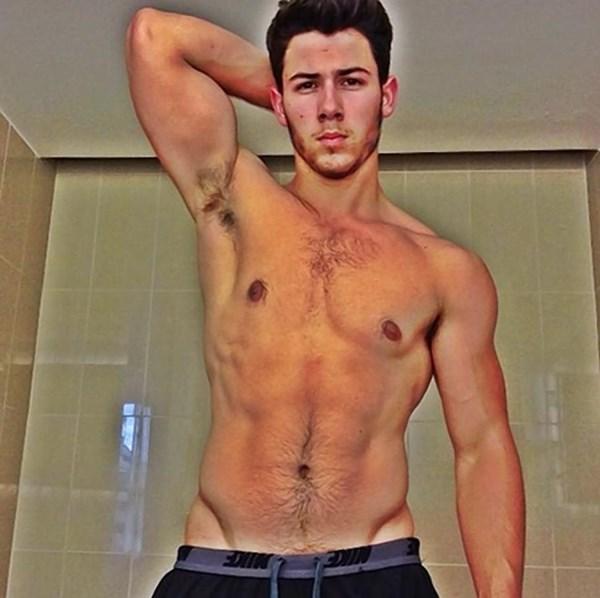 Nick Jonas khoe cơ bắp trên tạp chí đồng tính - 2