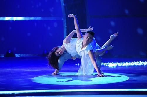 John Huy Trần bật khóc trước bài nhảy về cuộc đời mình - 12