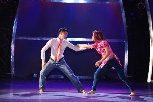 John Huy Trần bật khóc trước bài nhảy về cuộc đời mình - 1