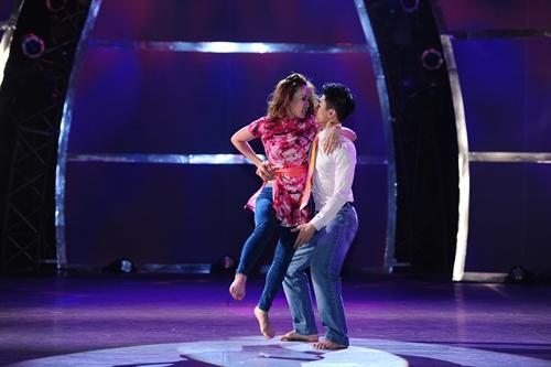 John Huy Trần bật khóc trước bài nhảy về cuộc đời mình - 2