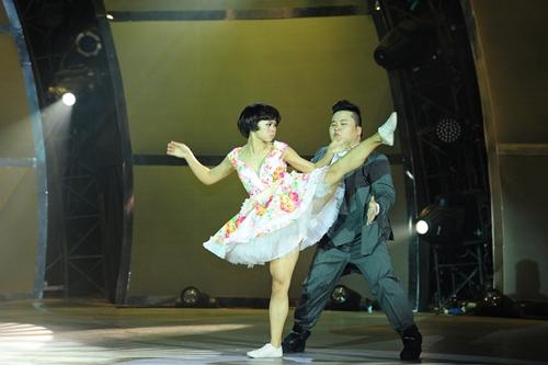John Huy Trần bật khóc trước bài nhảy về cuộc đời mình - 16