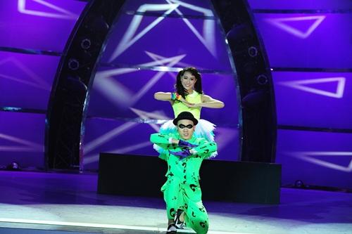 John Huy Trần bật khóc trước bài nhảy về cuộc đời mình - 10